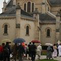 Arrivée au chevet de l'église St Pierre de Montsort