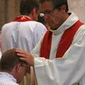 ... et tous les prêtres présents : ici P. Loïc (qui a été aussi le professeur de Laurent au séminaire)
