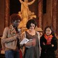 La soirée se termine par une prière lue par Anne-Lise, Carole et Anne, du groupe des étudiants et jeunes professionnels