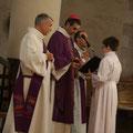 La messe est présidée par Mgr Habert ; au 1er plan, le diacre Gilles Dauphin