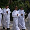 Les autres séminaristes sont présents : Jean (vietnamien), Paul (Bayeux), Florian (Coutances)...