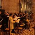 La chorale au complet, dirigée par Anne-Sophie