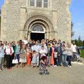 Photo de famille devant la chapelle