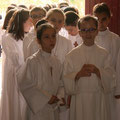 Entrée des 21 jeunes dans l'église de Montsort