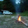 Viktor Burme erlebte in der Nähe von Turku eine Mittsommernacht in Finnland: »Matti Peltola und sein Bruder Mika kamen mit geräuchertem Lachs und einer Flasche 38 prozentigen Koskenkorva.«