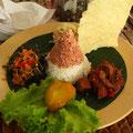 Tim Jaeger speiste in der Nähe des Sultanspalastes von Yogjakarta, Indonesien: »Und zum Schluss gab es einen Bali Coffee, stark gesüßt und mit viel Sud. Das beste Mittel gegen Durchfall.«