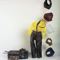 Alles aus dem Koffer, 2004, Kleidungsstücke, Wachs