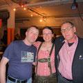 Jürgen, Claudia und Ortsbürgermeister Andreas Hartfiel