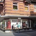 Hauptstraße 11 - Ecke und Eingang Karlstraße (Stadtmitte, Nähe Kur-Park und Trinkkurs-Anlage)