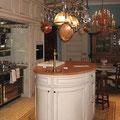 Landhausküche, ovale Zubereitungsinsel