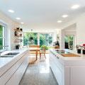 Moderne zeitlos elegante Küche, Oberfläche supermatt, Fronten & Oberflächen teilweise Quarzstein, Elektrogeräte Gaggegnau, Foto Christian Laukemper