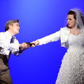 "Regina Riel als ""Fiordiligi"" mit Garrie Davislim als ""Ferrando"" in ""Cosi fan tutte"" (W.A. Mozart) am Volkstheater Rostock (2014)"