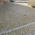 Hofpflasterung aus Granit-Kleinpflaster. Privater Bauherr.