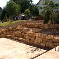 Gartenterrassierung mit Trockenmauern. Privater Bauherr.