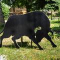Schicker Stier schwarz gestrichen, Schnittkanten hell , sofort lieferbar: Größe 1,77m lang 1,07m hoch // Preis 250,00 Euro