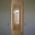 各部屋のドアを開け放てば風の通り道ができます