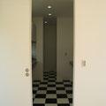 天井まであるドアを開けると・・・