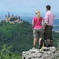Blick vom Zeller Horn zur Burg Hohenzollern (© Schwäbische Alb Tourismusverband)