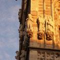 Eine Figur am Rathausturm zu Ehren von Johann Maria Farina.