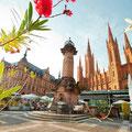 Blick auf Rathaus und Marktkirche in Wiesbaden © Fouad Vollmer/Hessischer Heilbäderverband e.V.