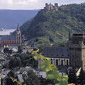 """Blick auf Oberwesel und die Schönburg im romantischen """"Tal der Loreley"""""""