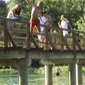 Sprung v.d. Brücke