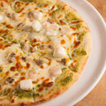 シーフードのバジルソースピザ