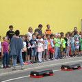 Die 2. Klassen singen das Olympia-Lied
