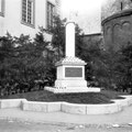 Monument 1830 à proximité de l'hôtel de ville