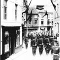 Les grenadiers le 21 juin 1903 en route pour l'inauguration du monument Seutin