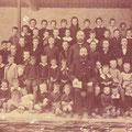 1887 - école de Baulers. Instituteur : Victor Lacour. Derrière, le bourgmestre Maubille