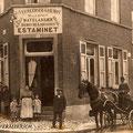 Vers 1913 - Coin du fg de Soignies et du bd de la Batterie. Devant la porte ; Zoé Guilmot et ses deux enfants René et Laure Vermeersch