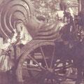 Descente du coq de la collégiale pour réparations, vers 1920-1922. Photo du docteur Lavandhomme