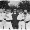 L'arbitre Rochet et l'équipe du collège