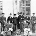 L'abbé Walravens avec les trompettes et les caisses