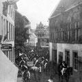 Photo datée de 1898. La maison à l'arrière est en construction.