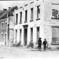 Café Arcoly-Coin faubourg de Charleroi et rue allant au cimétière