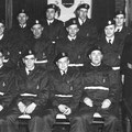 Vers 1960 (à confirmer) - Corps de protection civile. Eugène Van Beneden (3e assis gauche) - René Schoonjans (2e assis gauche) - fernand Pirson (3e rangée 4e gauche)