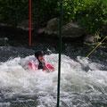 über einen Baumstamm schwimmen: gar nicht so leicht!