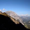 Blick auf das Sonnjoch und der Gramaialm im Tal