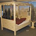 """Himmelbett """"Gemütlichkeit"""", verspieltes Bett aus Zirbenholz"""