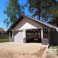 Гараж решен в стилистике фасадного решения самого дома