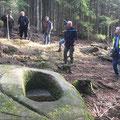 06/03/2019 - Mise en valeur d'une pierre à auge (Chemin des Bornes - secteur  Canceley - Abreschviller St-Quirin). Probablement des auges pour bloc de sel 19ème s.