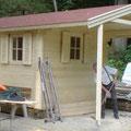 Gartenhaus: 300 x 400 cm inkl. 200 cm Vordach mit Bitumenschindeleindeckung
