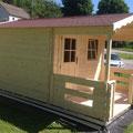Blockbohlenhaus : 300 x 200 cm mit Bitumenschindeleindeckung  +  Terrasse
