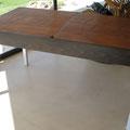 Tavolo PESCINSCATOLA: 4 piani di recupero, filo di rame, smalto acrilico, catrame; pezzo unico, 2011; cm. 74x144/284x72