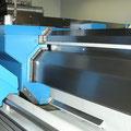Zusatzführung vorne als Stützführung für den Support im Standard der SLZ-700E.
