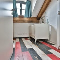 """Vintage Eichendielen """"Loft""""  in weiß, anthrazit und rot im Kinderzimmer"""