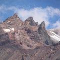 5合目付近から撮影、威厳を感じる頂上付近の表情。