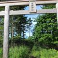 薙鎌神社への小径